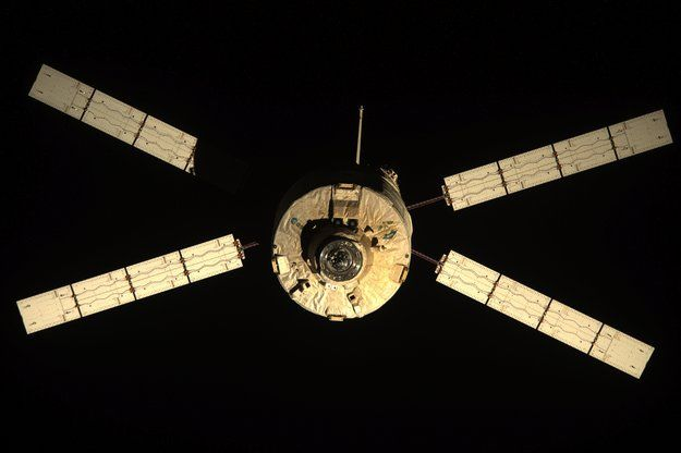 atv3leavesspacestationn.jpg